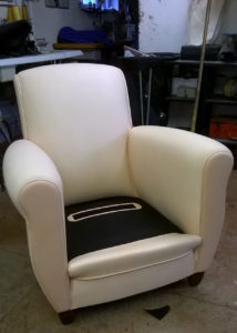 fauteuil achevé prêt à la teinte