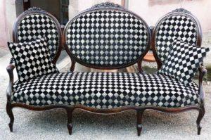 Réfection canapé Napoléon III tissu domino noir et blanc